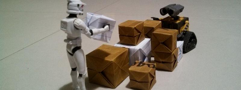 Clone trooper e wall-e empilhando pacotes